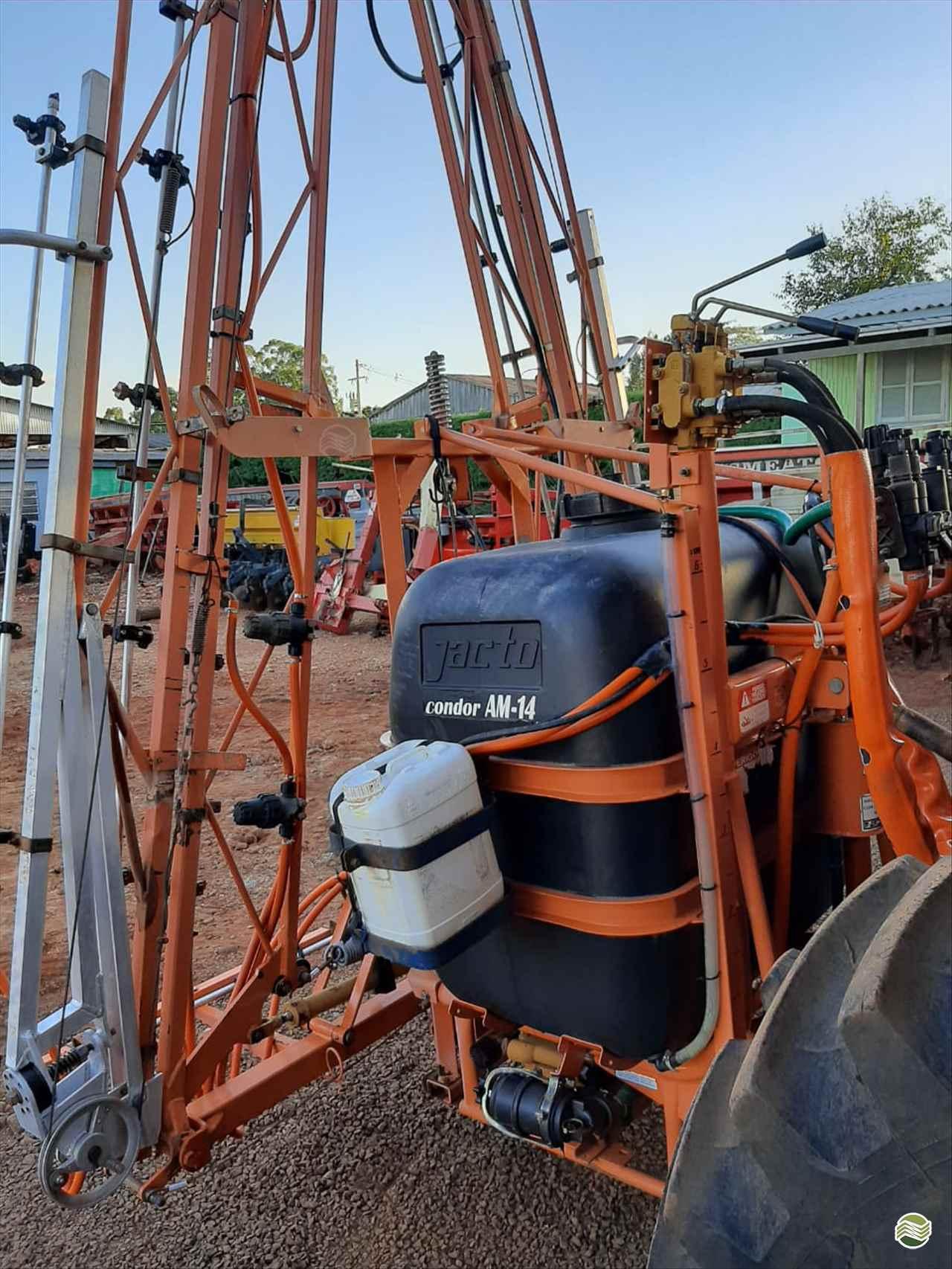 PULVERIZADOR JACTO CONDOR 600 AM14 Acoplado Hidráulico Agrocia Implementos Agricolas AJURICABA RIO GRANDE DO SUL RS