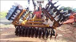 GRADE NIVELADORA NIVELADORA 48 DISCOS  1999 Tratorama Máquinas e Implementos