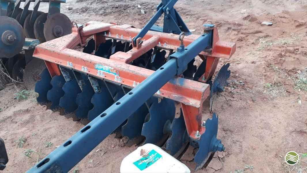 IMPLEMENTOS AGRICOLAS GRADE NIVELADORA NIVELADORA 20 DISCOS Tratorama Máquinas e Implementos UMUARAMA PARANÁ PR