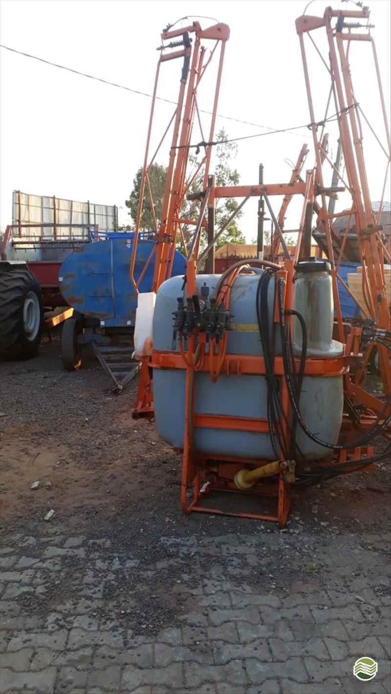 PULVERIZADOR JACTO CONDOR 800 AM14 Acoplado Hidráulico Tratorama Máquinas e Implementos UMUARAMA PARANÁ PR