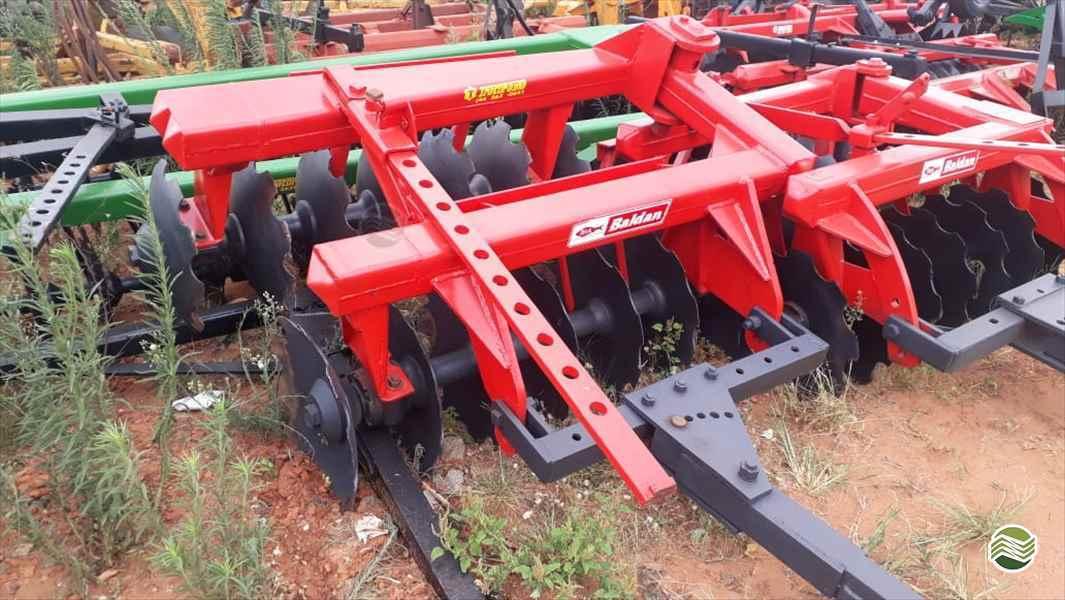 GRADE ARADORA ARADORA 14 DISCOS  1996 Tratorama Máquinas e Implementos