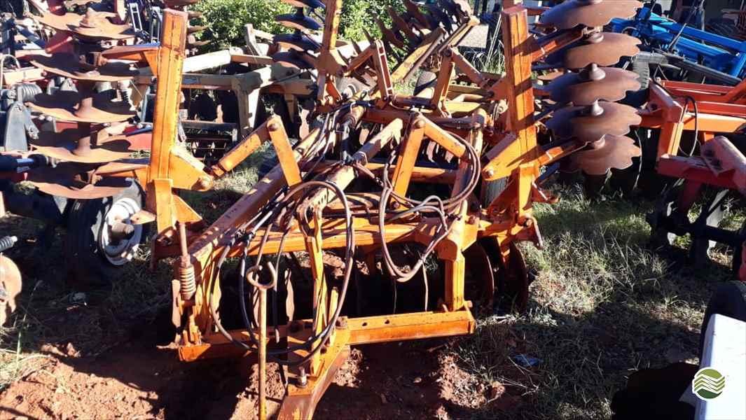 IMPLEMENTOS AGRICOLAS GRADE NIVELADORA NIVELADORA 42 DISCOS Tratorama Máquinas e Implementos UMUARAMA PARANÁ PR
