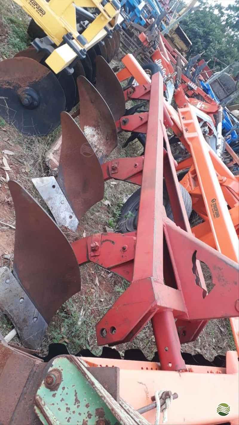 IMPLEMENTOS AGRICOLAS ARADO DE DISCO ARADO DE AIVECA Tratorama Máquinas e Implementos UMUARAMA PARANÁ PR