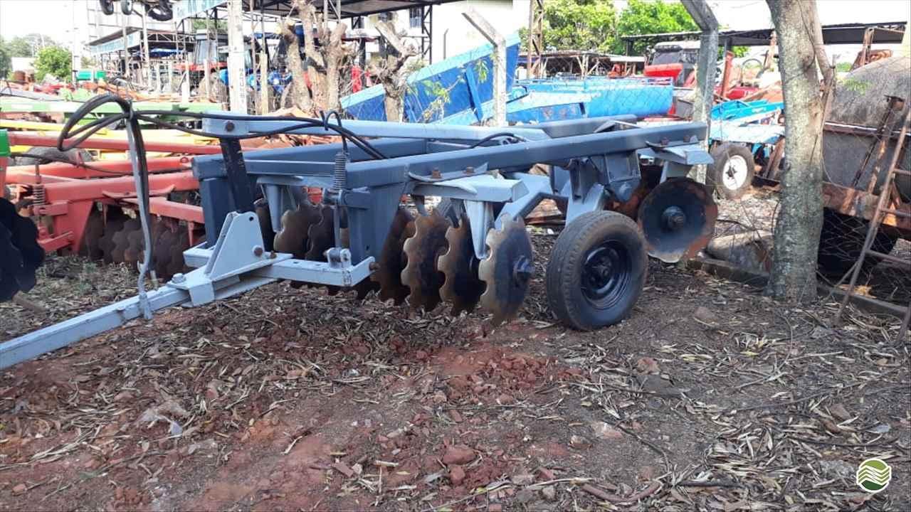 IMPLEMENTOS AGRICOLAS GRADE ARADORA ARADORA 16 DISCOS Tratorama Máquinas e Implementos UMUARAMA PARANÁ PR