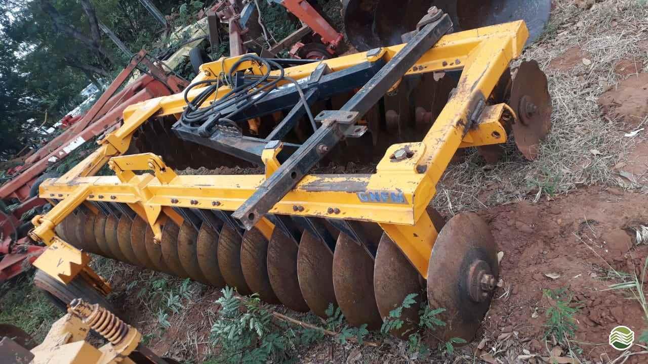 IMPLEMENTOS AGRICOLAS GRADE NIVELADORA NIVELADORA 40 DISCOS Tratorama Máquinas e Implementos UMUARAMA PARANÁ PR