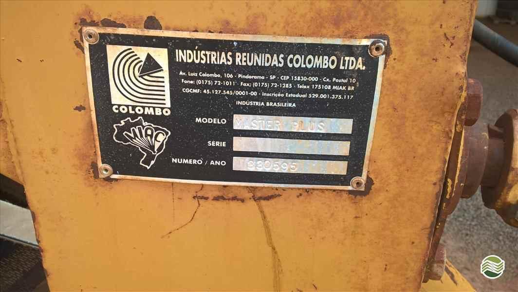 COLHEDORAS BATEDOR DE FEIJAO RECOLHEDOR  1995 Sollus Agromáquinas