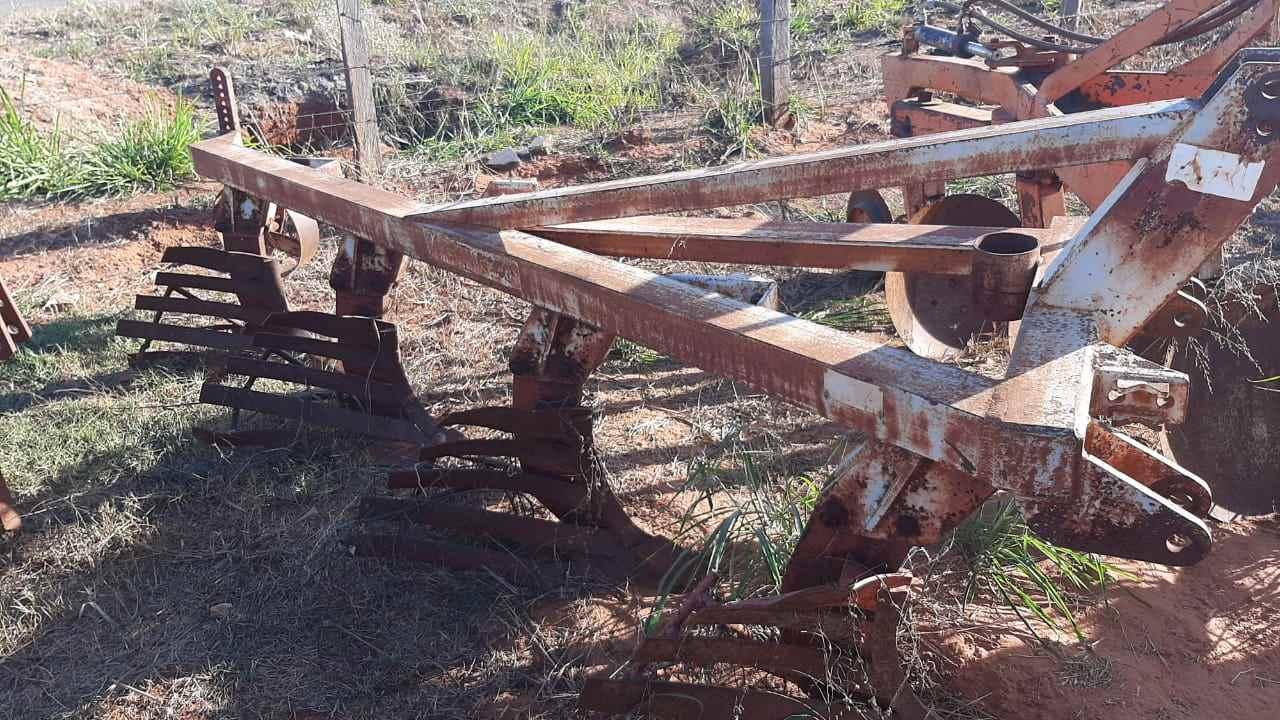 IMPLEMENTOS AGRICOLAS ARADO DE DISCO ARADO DE AIVECA Tratores 2 Irmãos VOTUPORANGA SÃO PAULO SP