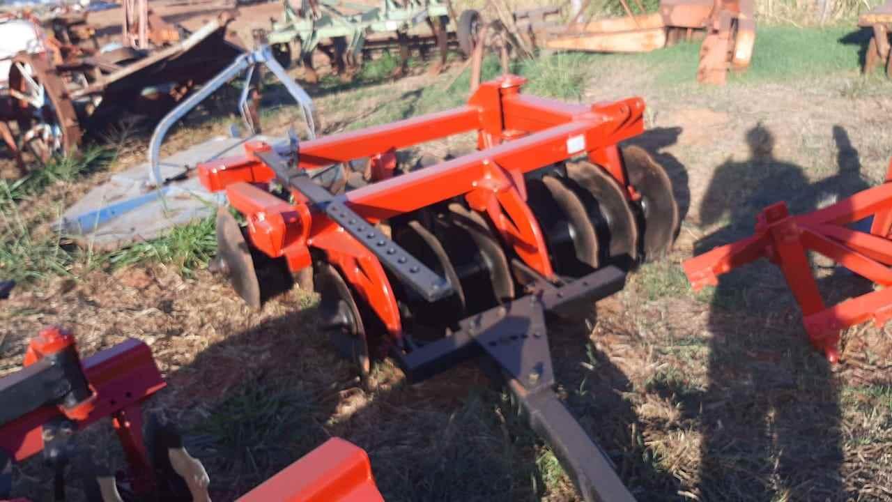 IMPLEMENTOS AGRICOLAS GRADE ARADORA ARADORA 16 DISCOS Tratores 2 Irmãos VOTUPORANGA SÃO PAULO SP
