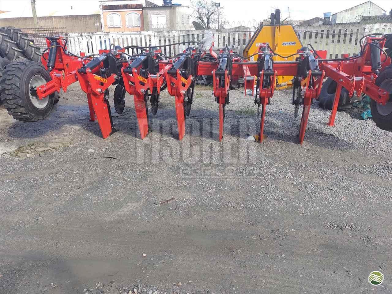 IMPLEMENTOS AGRICOLAS ESCARIFICADOR 5 HASTES DISCO CORTE Fischer Agrícola RIO PARDO RIO GRANDE DO SUL RS