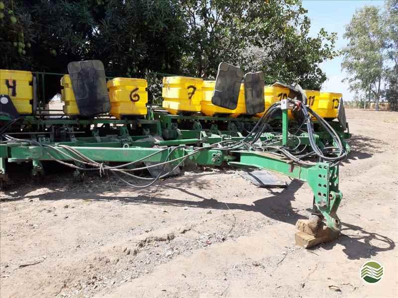 JOHN DEERE PLANTADEIRAS 2122  2002/2002 Visão Agrícola
