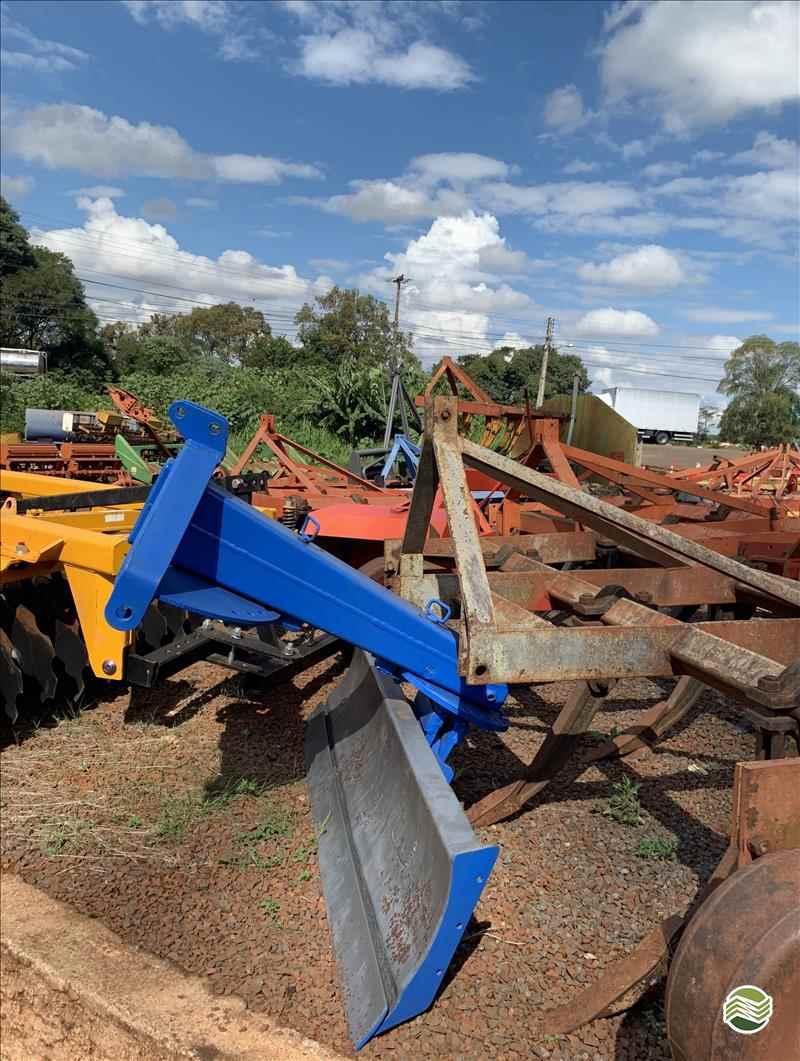 PLAINA NIVELADORA PLAINA HIDRÁULICA TRASEIRA  2000 Gobo Implementos Agrícolas