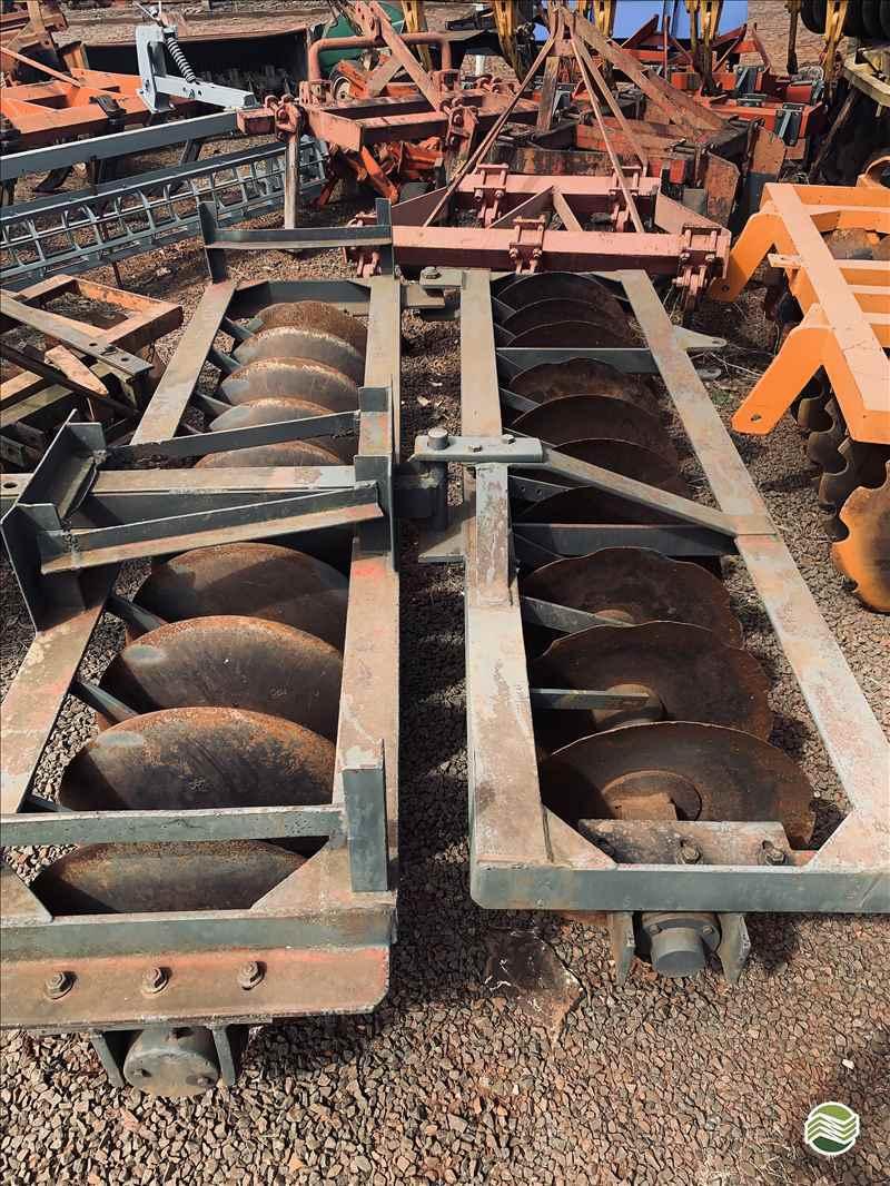 GRADE ARADORA ARADORA 18 DISCOS  2000 Gobo Implementos Agrícolas