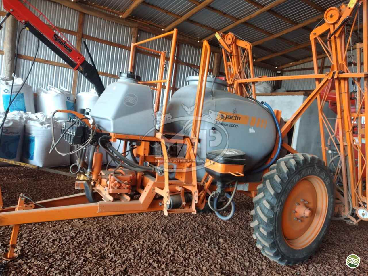 PULVERIZADOR JACTO ADVANCE 2000 AM18 Arrasto Máquinas Agrícolas Pitanga PITANGA PARANÁ PR
