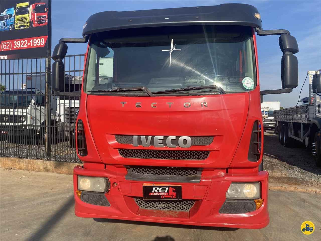 CAMINHAO IVECO TECTOR 240E25 Carga Seca Truck 6x2 Rei Caminhões GOIANIA GOIAS GO