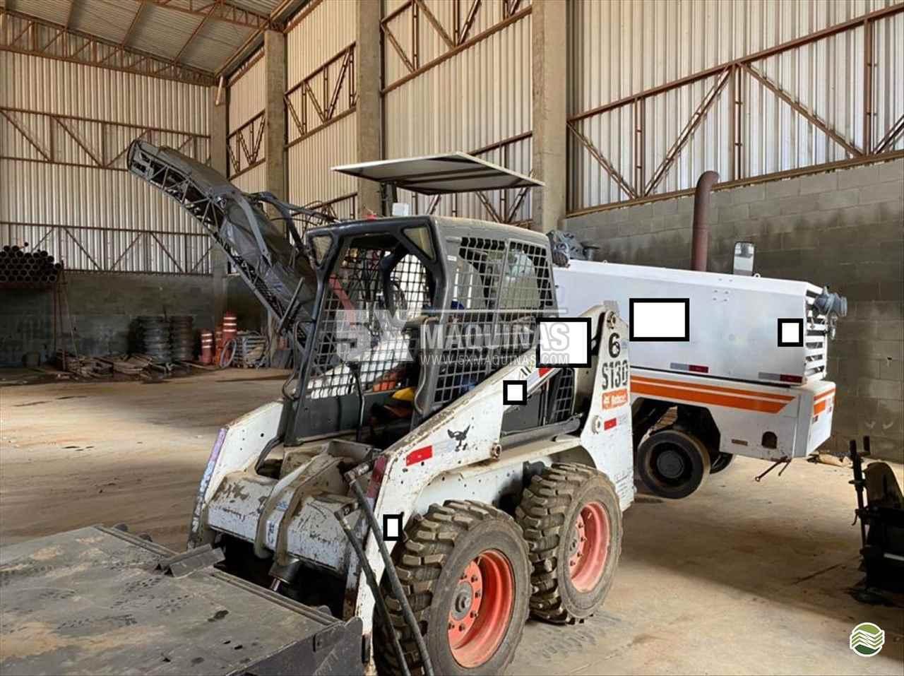 MINI CARREGADEIRA BOBCAT S130 5X Máquinas  CAMPO GRANDE MATO GROSSO DO SUL MS