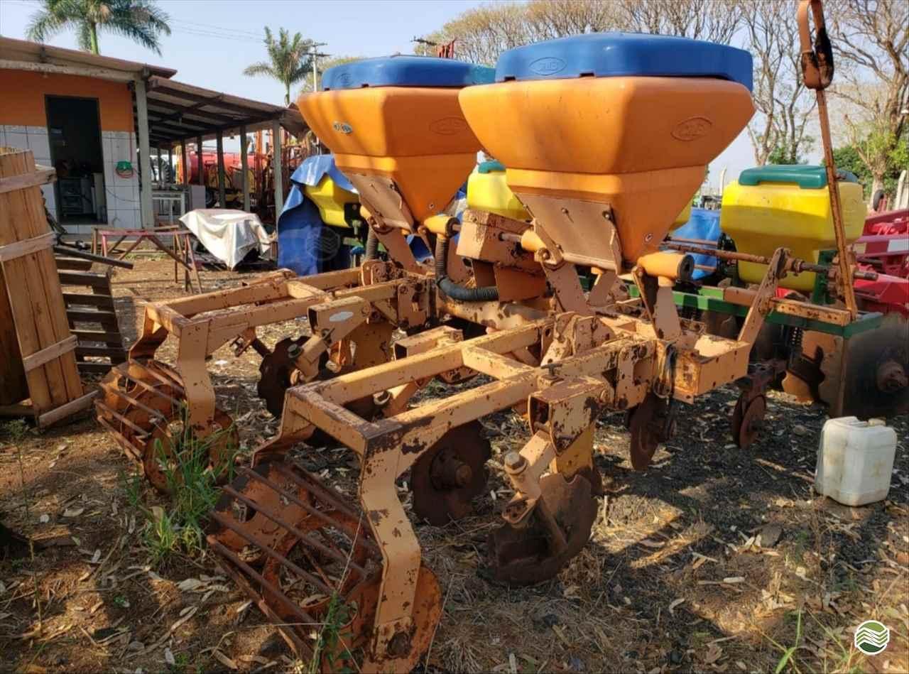 IMPLEMENTOS AGRICOLAS CULTIVADOR 2 LINHAS ADUBADOR SS Mello Máquinas TAQUARITINGA SÃO PAULO SP