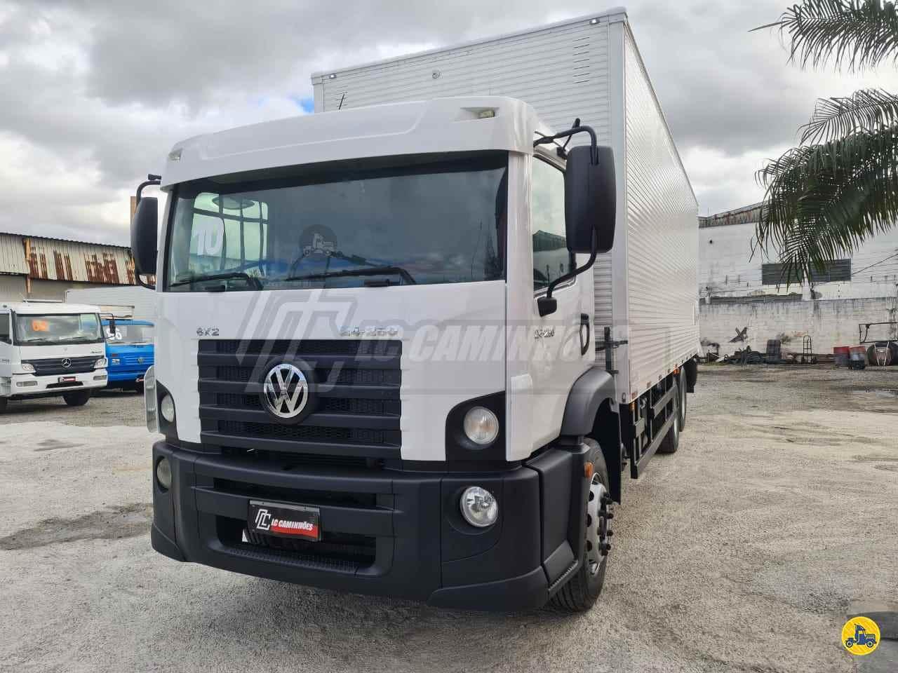 CAMINHAO VOLKSWAGEN VW 24250 Baú Furgão Truck 6x2 LC Caminhões SAO PAULO SÃO PAULO SP