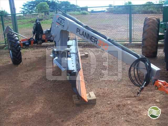 PLAINA NIVELADORA PLAINA DE ARRASTO  20/2015 Moi Maquinas e Implementos Agricolas