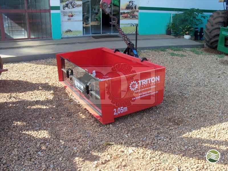 PLATAFORMA PARA TRATOR BASCULANTE  20 Moi Maquinas e Implementos Agricolas