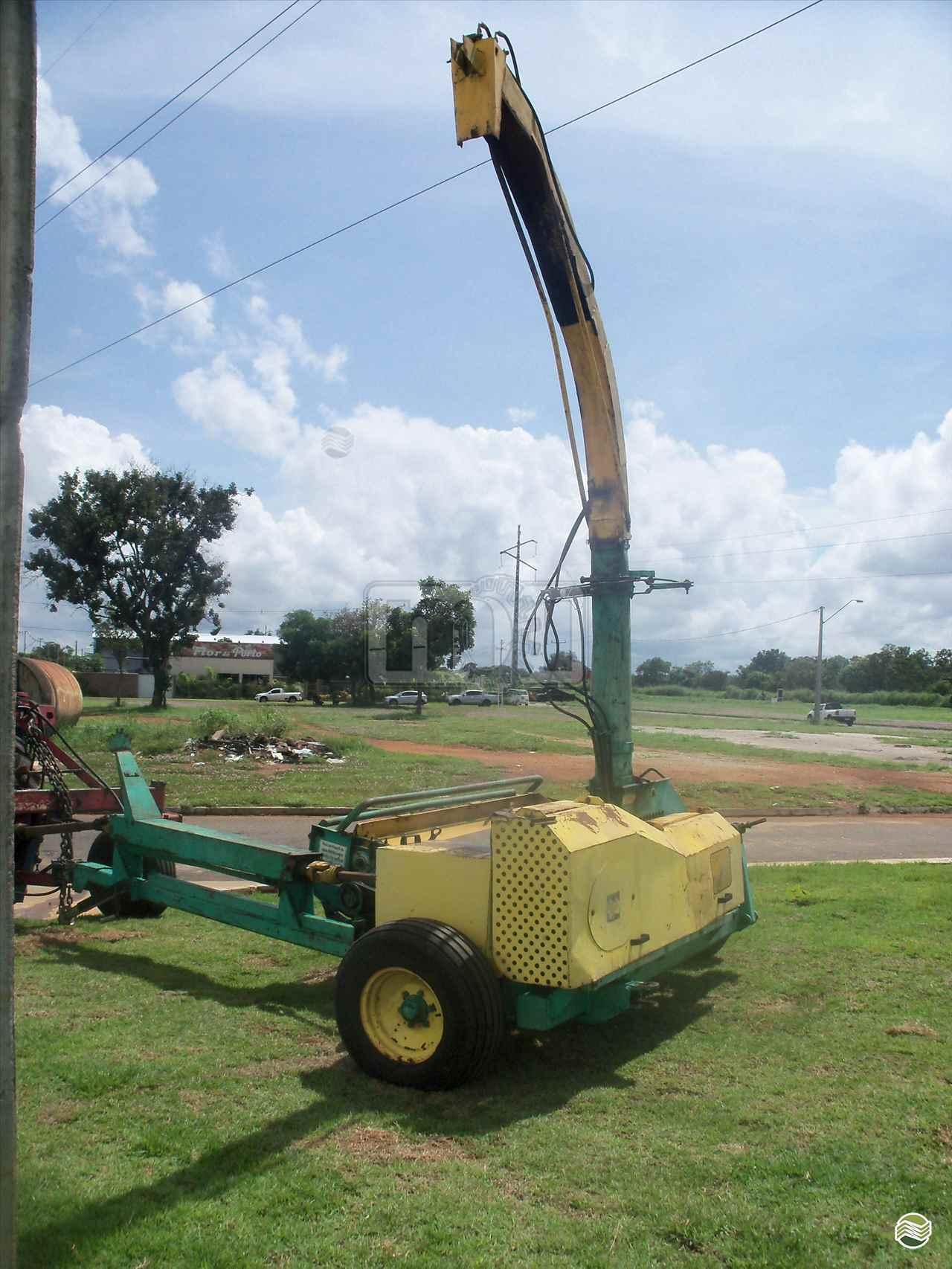 IMPLEMENTOS AGRICOLAS ENSILADEIRA COLHEDORA DE CAPIM Moi Maquinas e Implementos Agricolas PORTO NACIONAL TOCANTINS TO