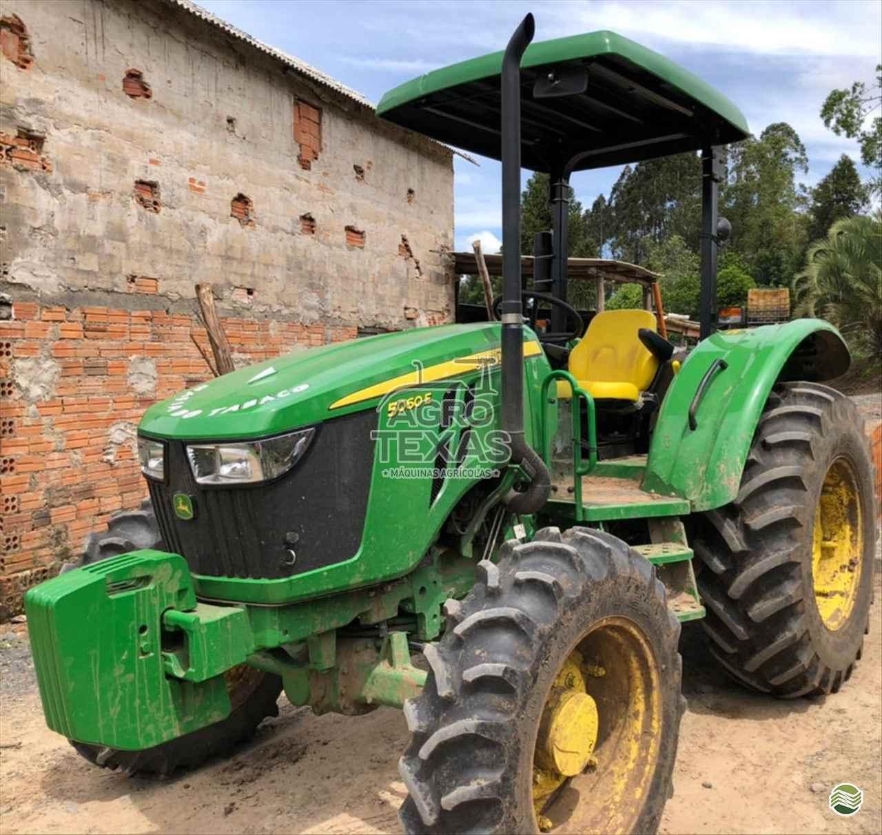 TRATOR JOHN DEERE JOHN DEERE 5060 Tração 4x4 Agro Texas Máquinas Agrícolas VITORINO PARANÁ PR