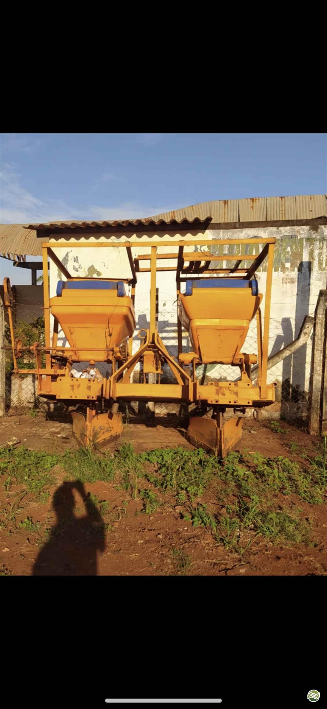 IMPLEMENTOS AGRICOLAS CULTIVADOR COBRIDOR DE CANA Gomes e Gouveia Máquinas CENTRALINA MINAS GERAIS MG