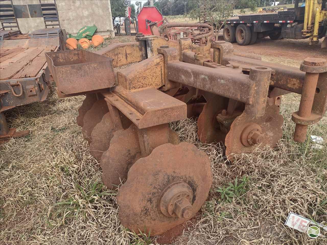 IMPLEMENTOS AGRICOLAS GRADE ARADORA ARADORA 10 DISCOS Precilo Máquinas PONTA PORA MATO GROSSO DO SUL MS