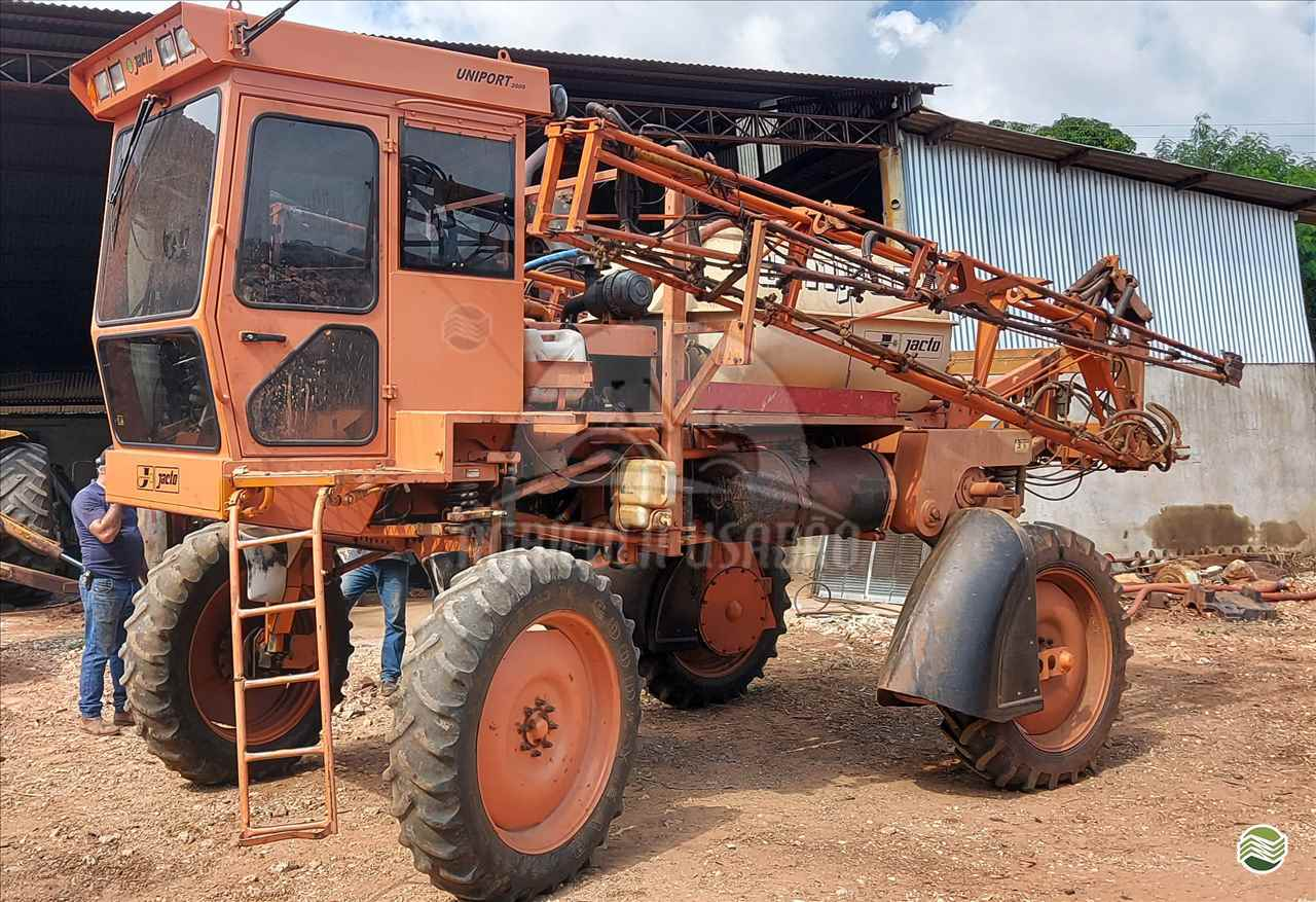 PULVERIZADOR JACTO UNIPORT 2000 PLUS Tração 4x2 Agrícola Usadão TAQUARITUBA SÃO PAULO SP