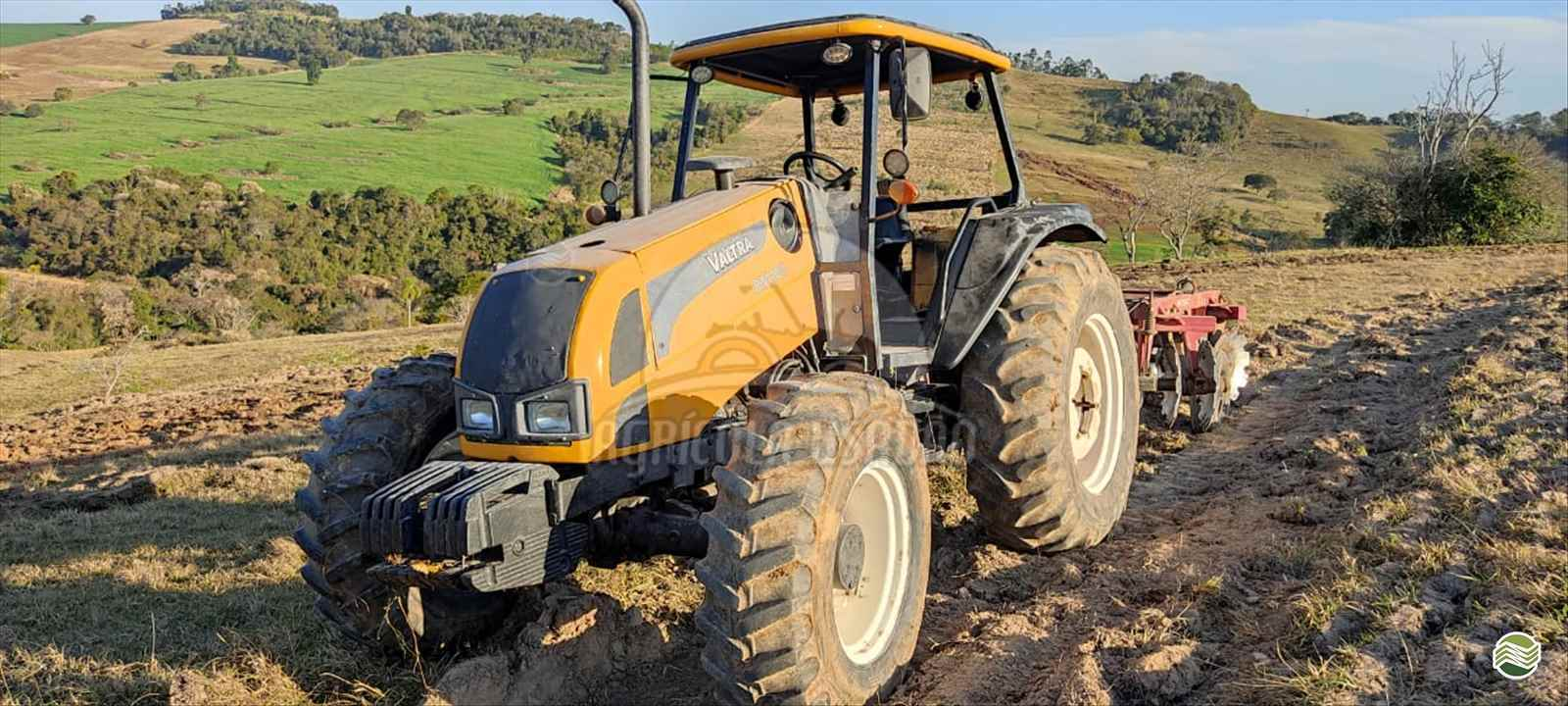 TRATOR VALTRA VALTRA BM 100 Tração 4x4 Agrícola Usadão TAQUARITUBA SÃO PAULO SP