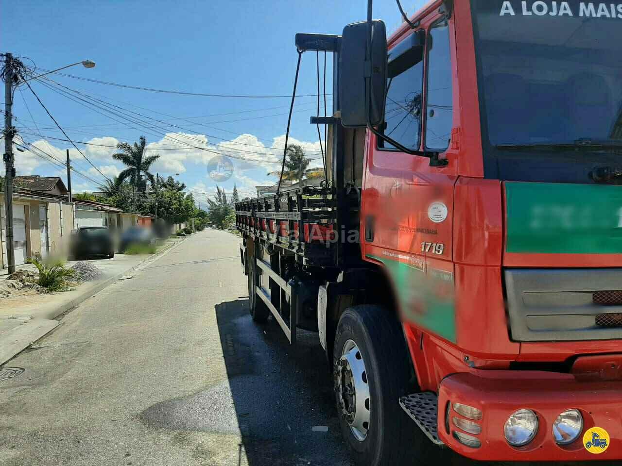 CAMINHAO MERCEDES-BENZ MB 1719 Carga Seca Toco 4x2 Via Ápia Caminhões SAO PAULO SÃO PAULO SP