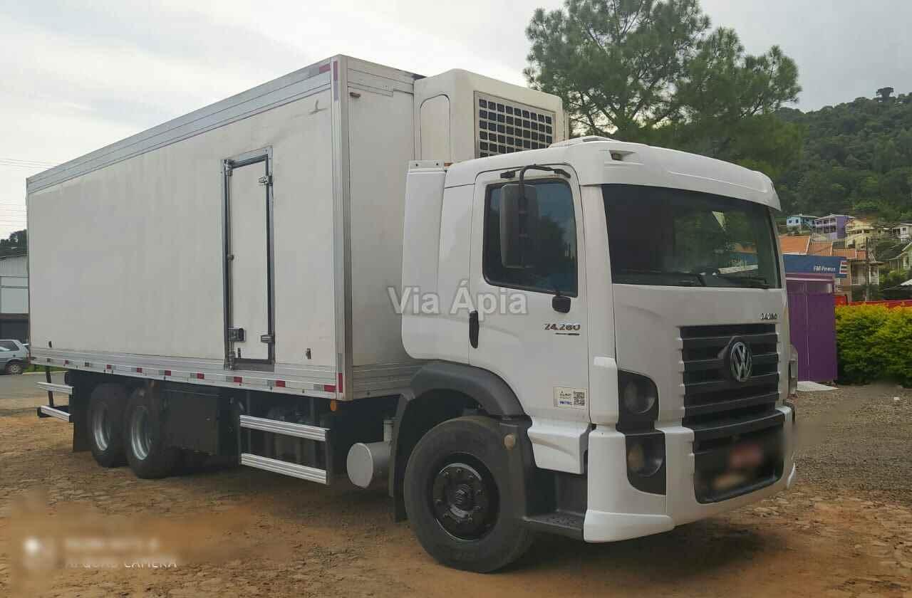 CAMINHAO VOLKSWAGEN VW 24280 Baú Frigorífico Truck 6x2 Via Ápia Caminhões SAO PAULO SÃO PAULO SP