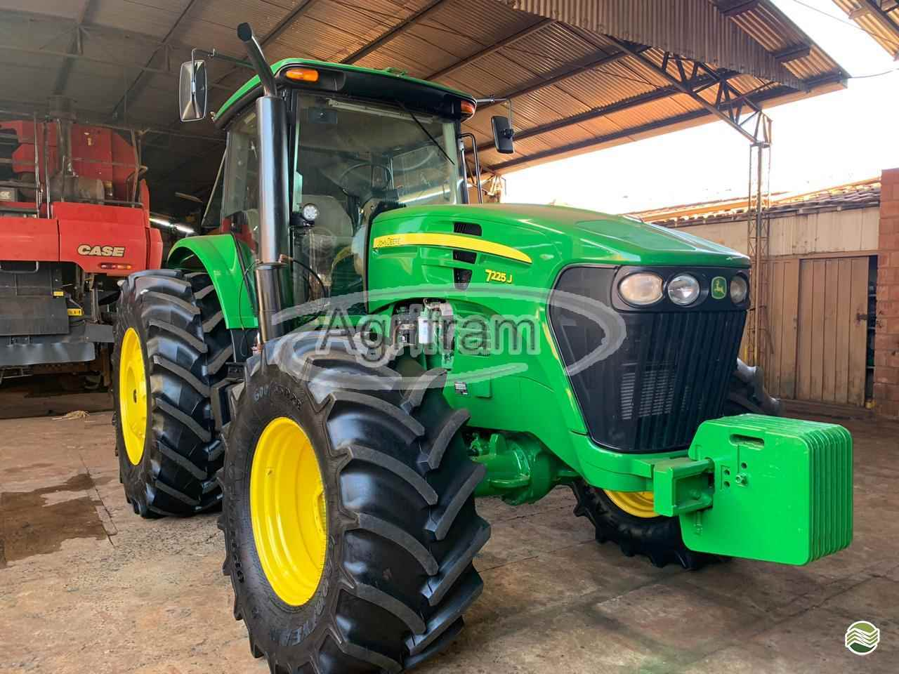 JOHN DEERE JOHN DEERE 7225  2014/2014 Agrifram Máquinas e Soluções Agrícolas