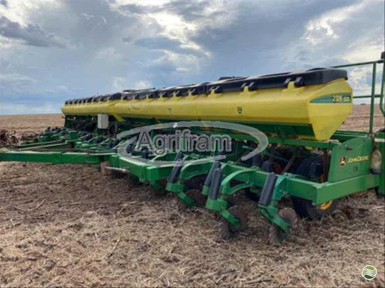 JOHN DEERE PLANTADEIRAS 2126  2016/2016 Agrifram Máquinas e Soluções Agrícolas