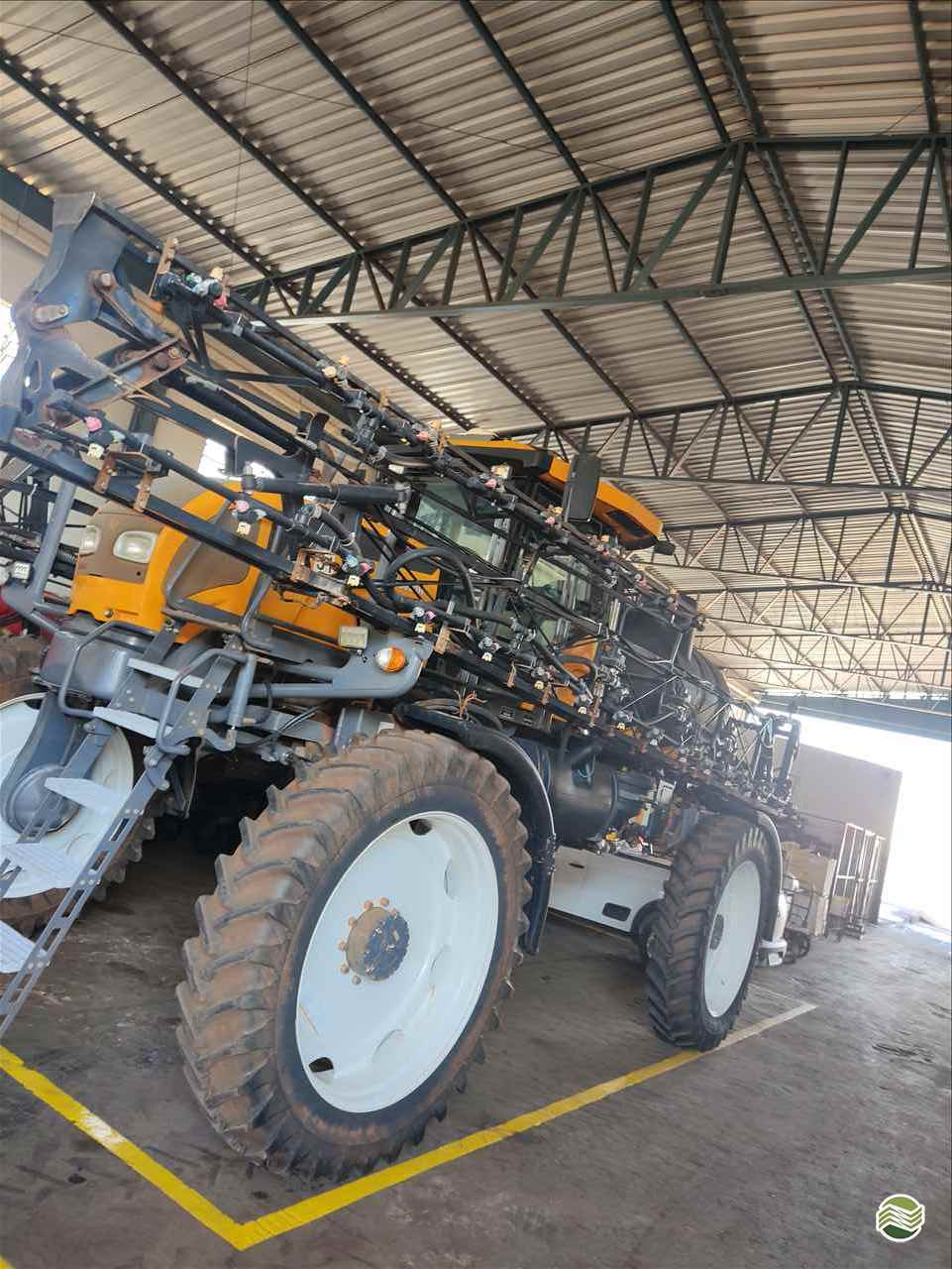 PULVERIZADOR VALTRA BS 3020 GRAOS Tração 4x4 Gama Máquinas Agrícolas RIO VERDE GOIAS GO