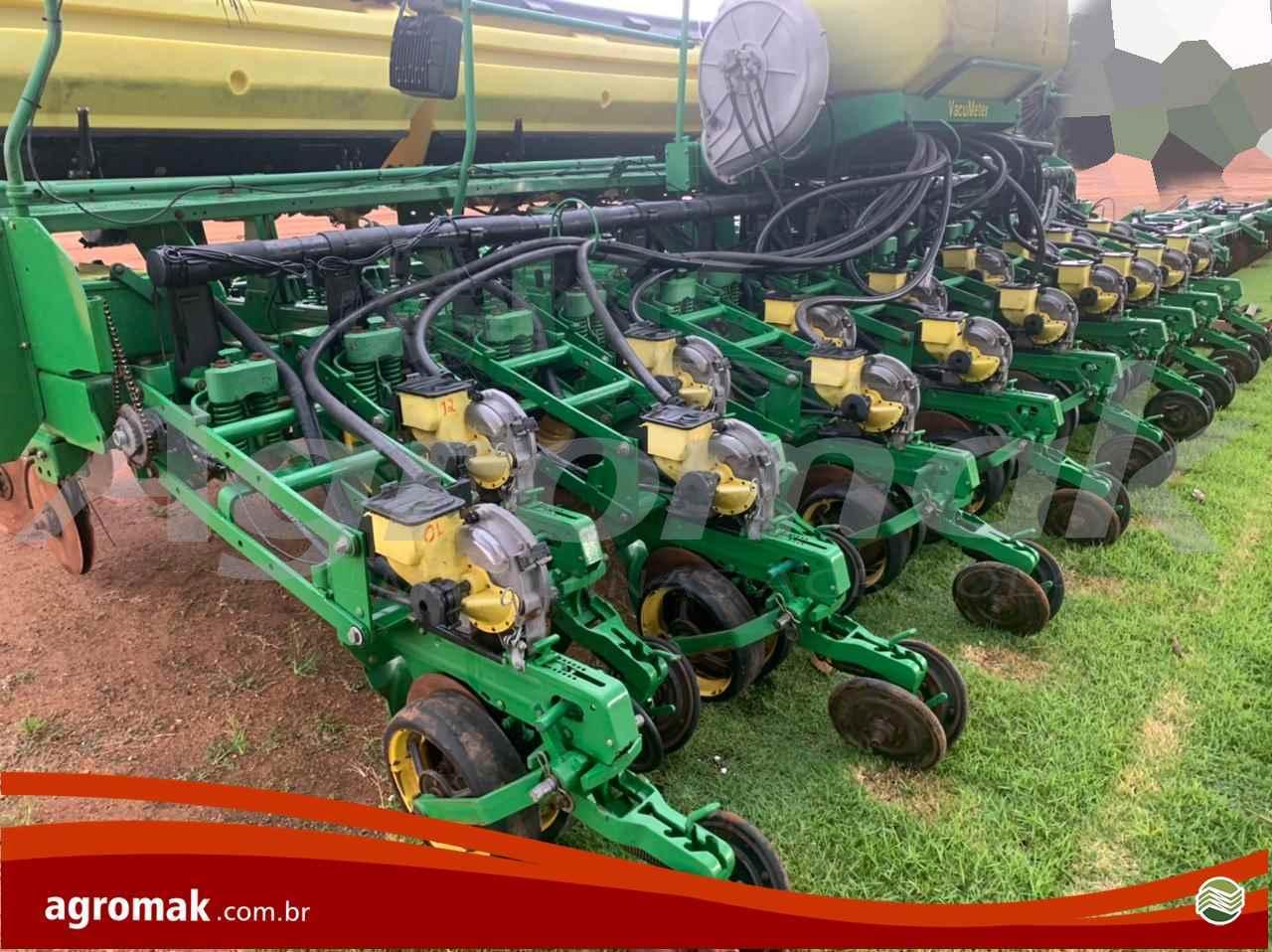 JOHN DEERE PLANTADEIRAS 2117  2011/2011 Agromak Máquinas Agrícolas