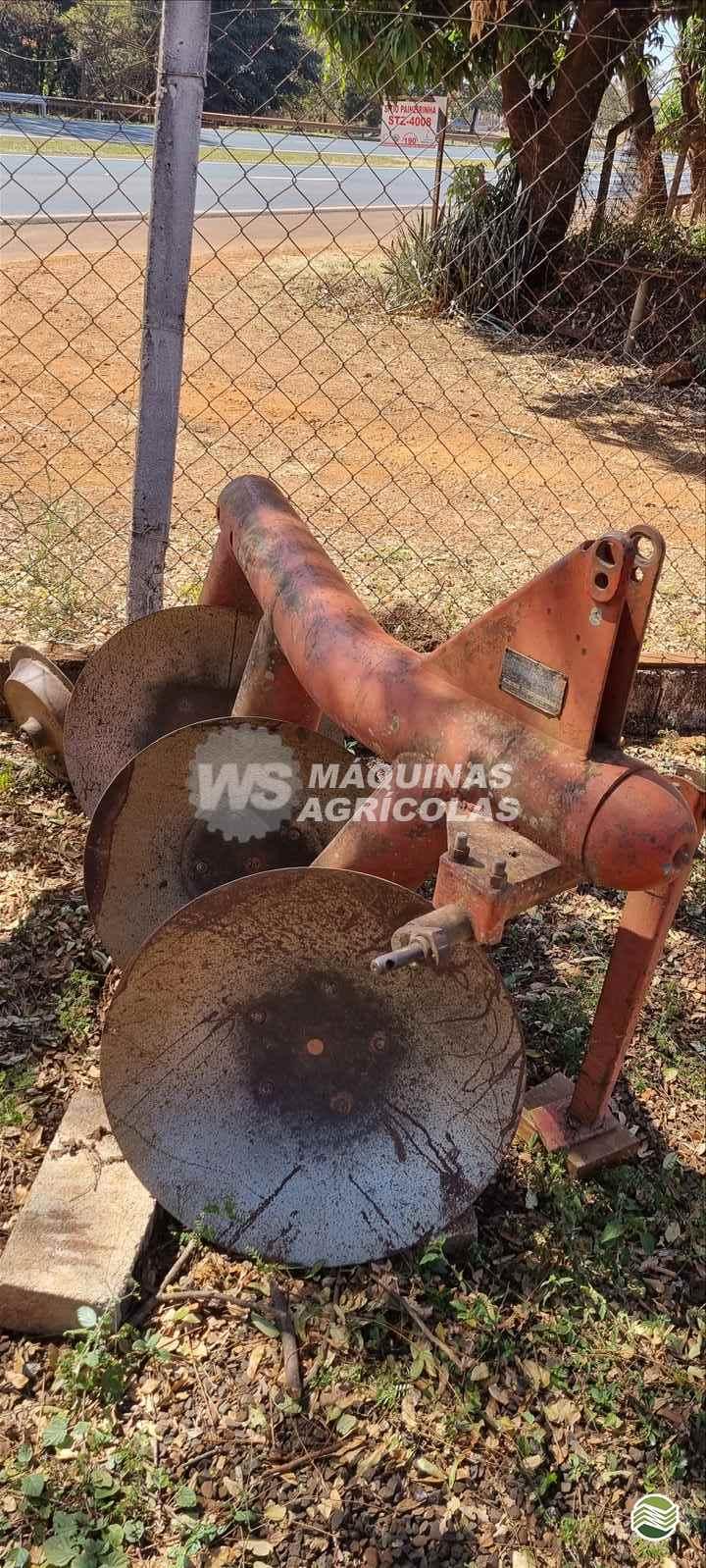 IMPLEMENTOS AGRICOLAS ARADO DE DISCO 3 DISCOS FIXO WS Máquinas Agrícolas SERTAOZINHO SÃO PAULO SP