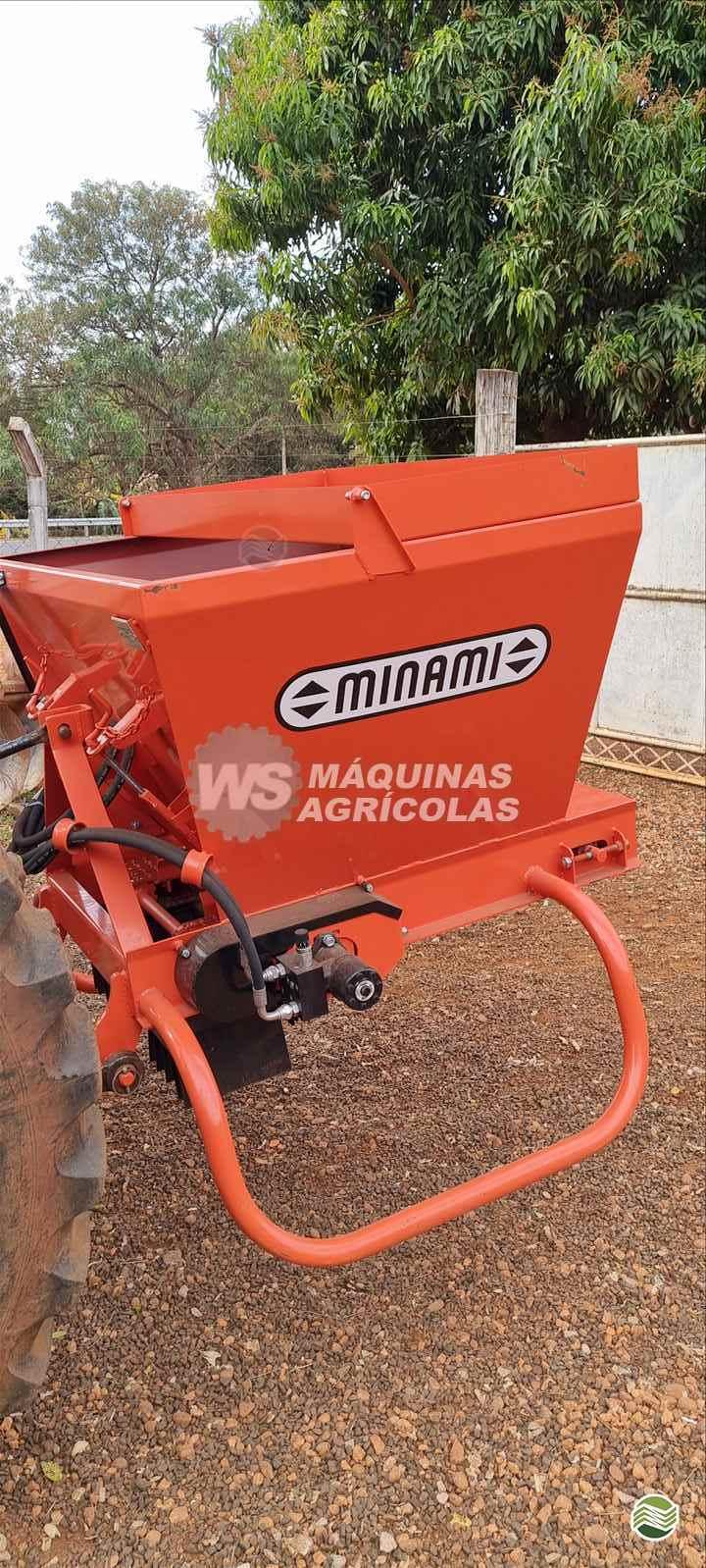 IMPLEMENTOS AGRICOLAS DISTRIBUIDOR ADUBADORA E SEMEADORA PENDULAR WS Máquinas Agrícolas SERTAOZINHO SÃO PAULO SP