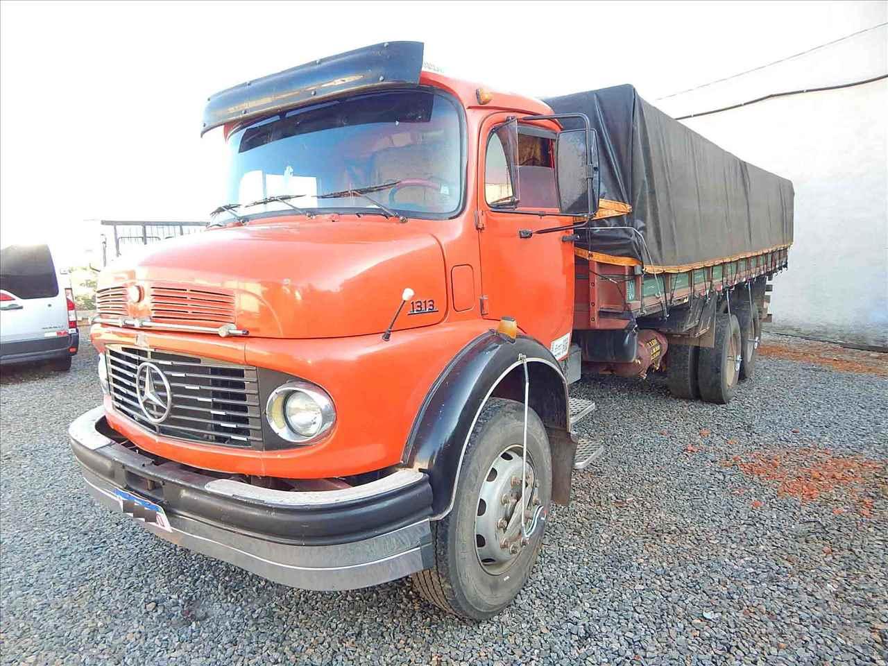 CAMINHAO MERCEDES-BENZ MB 1313 Graneleiro Truck 6x2 Guirro Automóveis Multimarcas SAO JOSE DO RIO PARDO SÃO PAULO SP