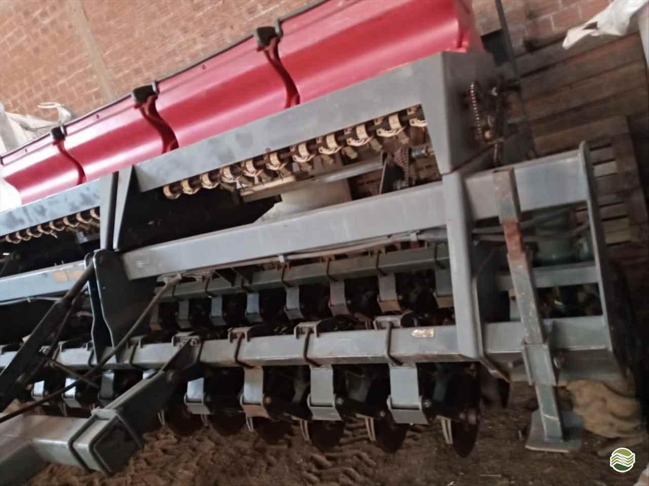 PLANTADEIRA MASSEY FERGUSON MF 621 LG Peças e Máquinas Agrícolas CHOPINZINHO PARANÁ PR