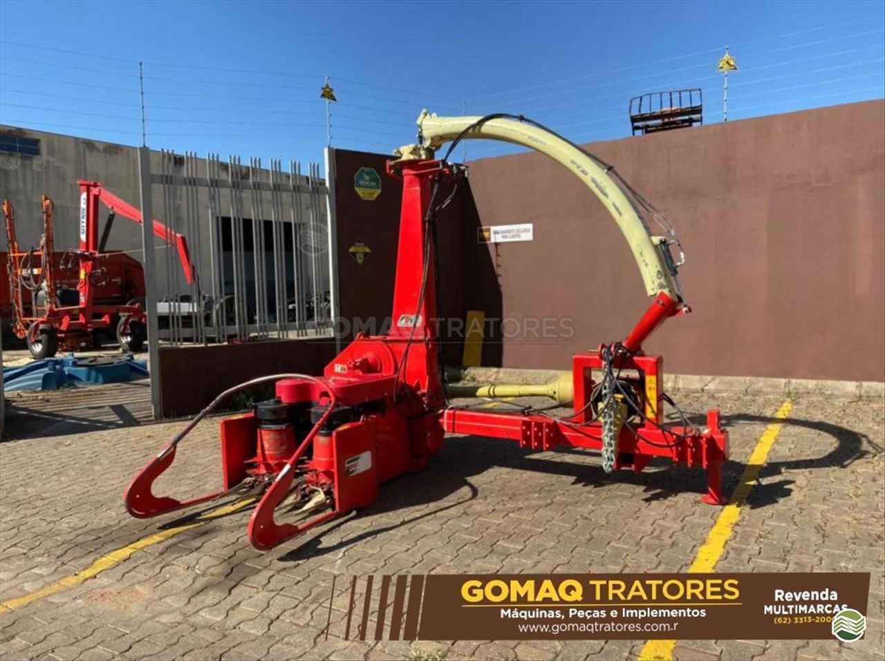 IMPLEMENTOS AGRICOLAS ENSILADEIRA ENSILADEIRA 1 LINHA GOMAQ Tratores ANAPOLIS GOIAS GO