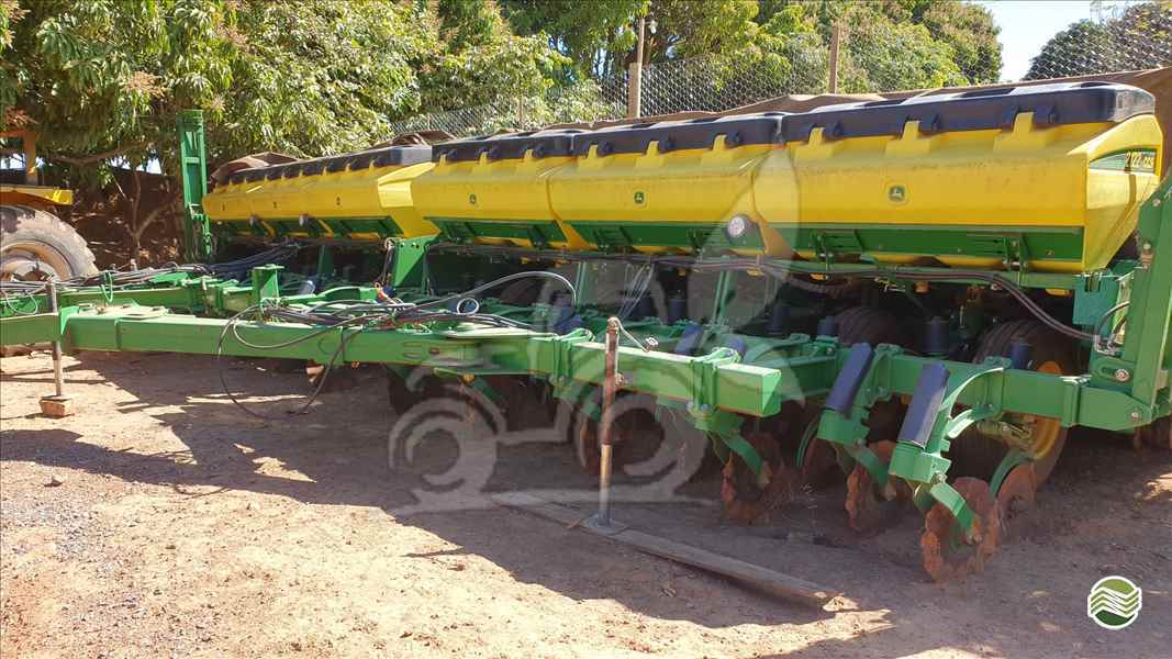 JOHN DEERE PLANTADEIRAS 2122  2014/2014 EP Máquinas e Implementos Agrícolas