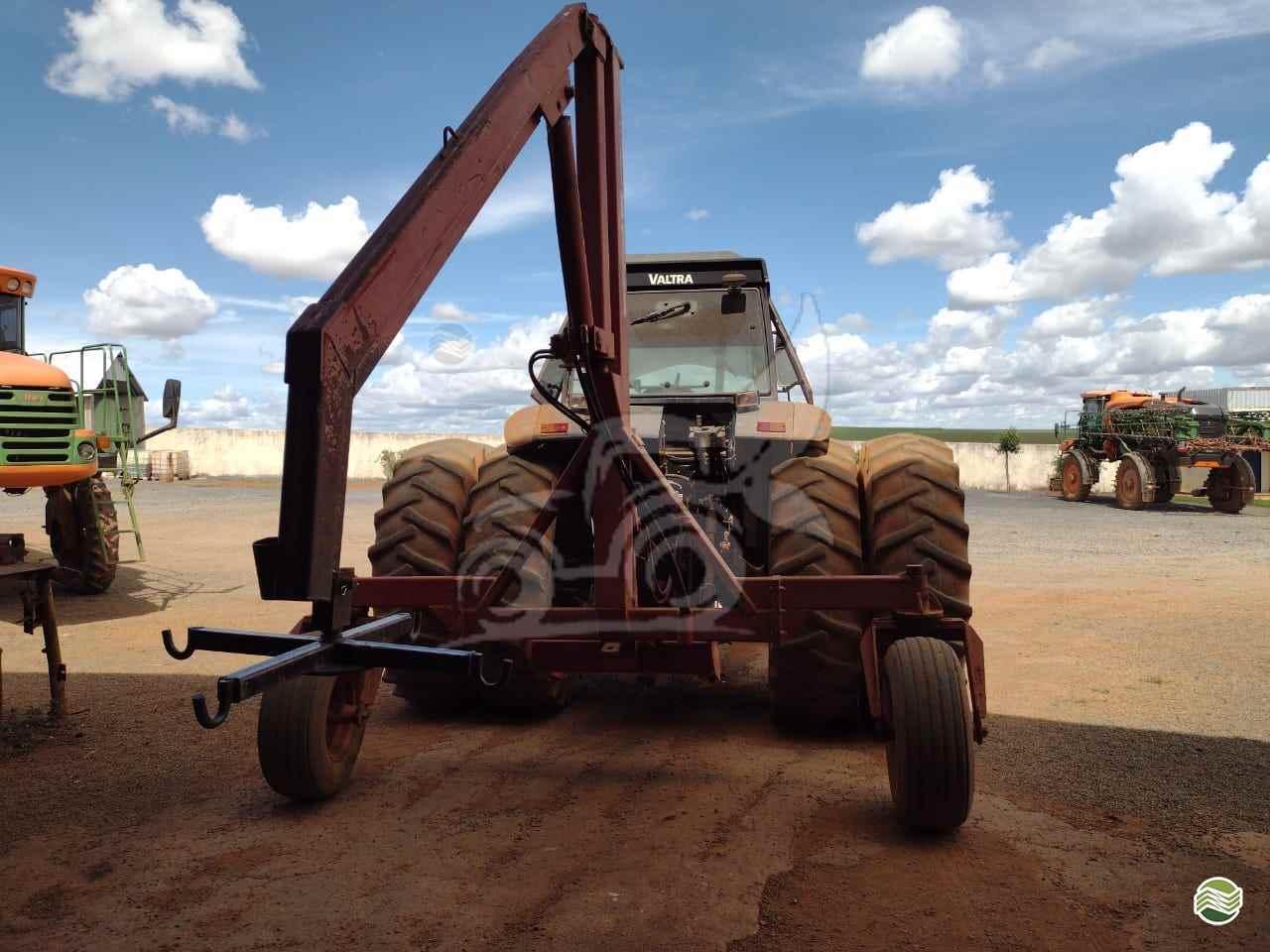 VALTRA VALTRA BH 180  2003/2003 EP Máquinas e Implementos Agrícolas