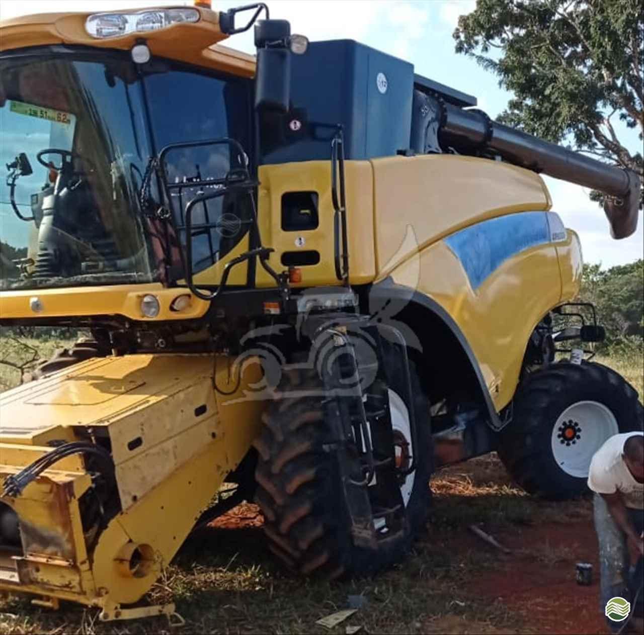 COLHEITADEIRA NEW HOLLAND CR 9060 EP Máquinas e Implementos Agrícolas CRISTALINA GOIAS GO