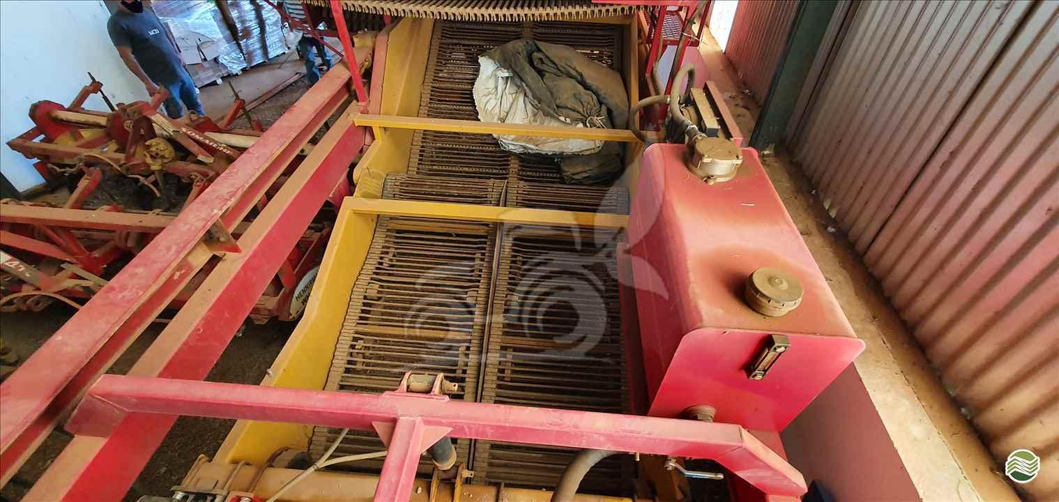 ARRANCADEIRA DE BATATA de EP Máquinas e Implementos Agrícolas - CRISTALINA/GO