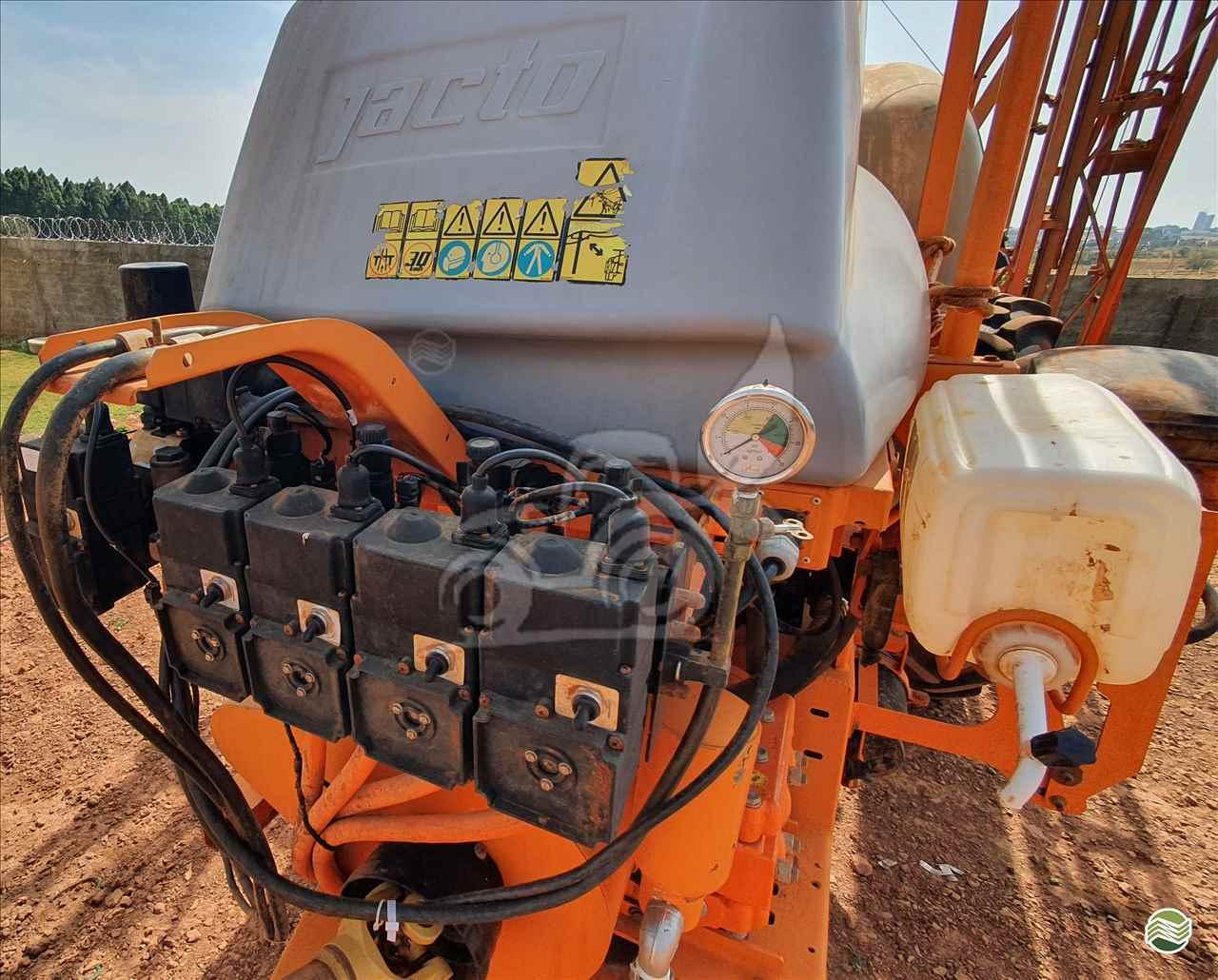 PULVERIZADOR JACTO ADVANCE 2000 AM18 EP Máquinas e Implementos Agrícolas CRISTALINA GOIAS GO