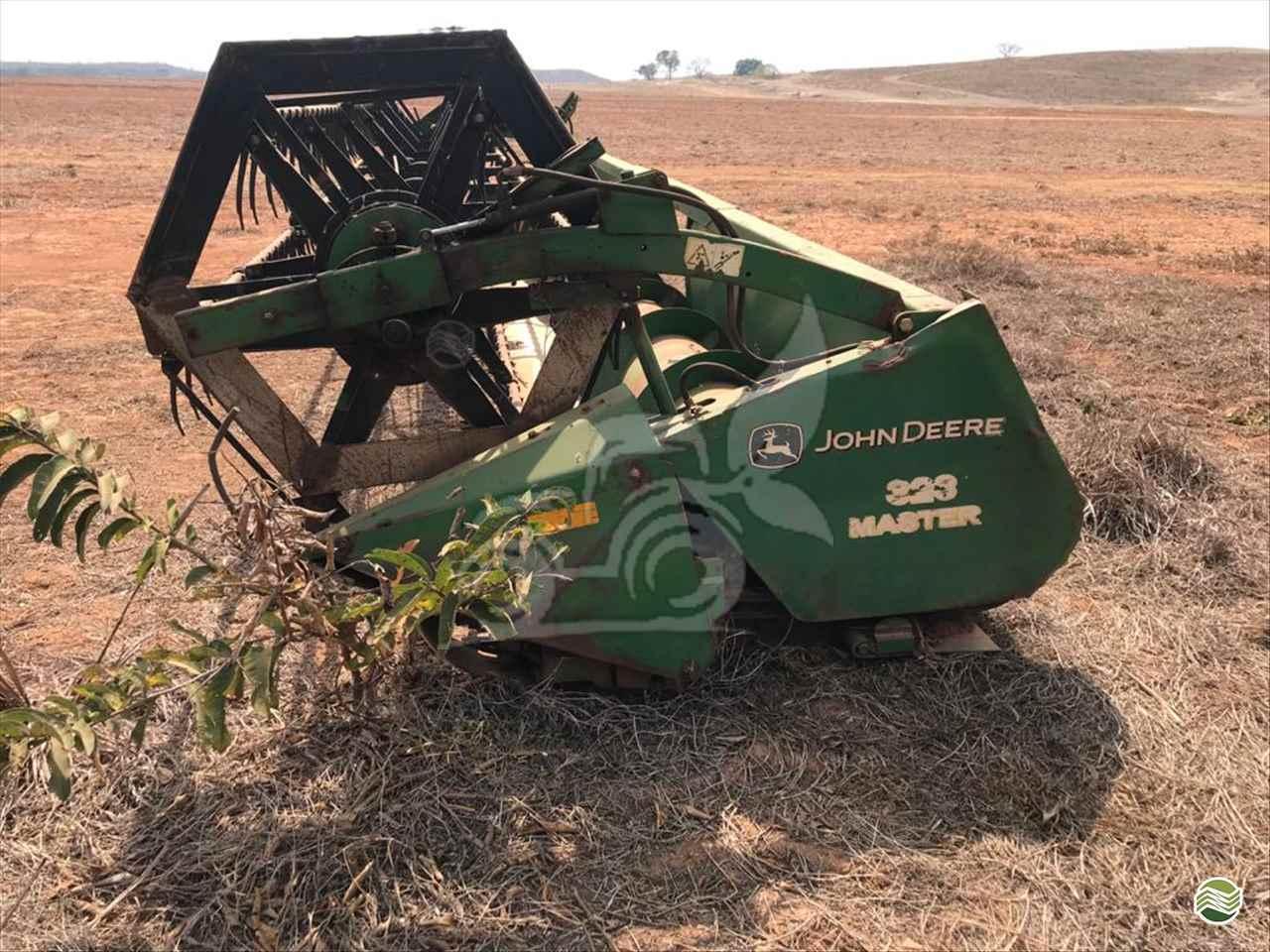 PLATAFORMA COLHEITADEIRA JOHN DEERE JOHN DEERE 323 EP Máquinas e Implementos Agrícolas CRISTALINA GOIAS GO