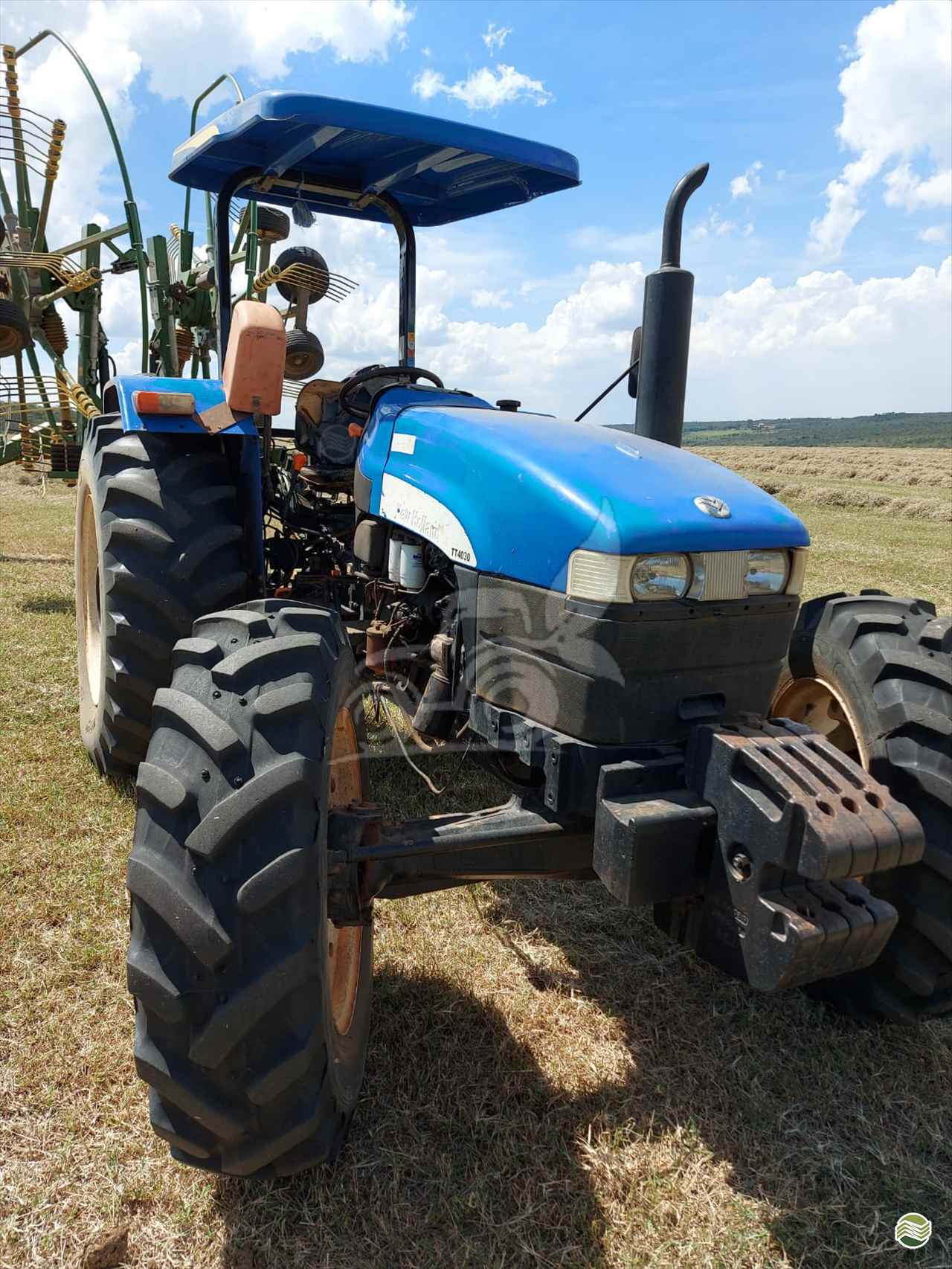 TRATOR NEW HOLLAND NEW TT 4030 Tração 4x4 EP Máquinas e Implementos Agrícolas CRISTALINA GOIAS GO