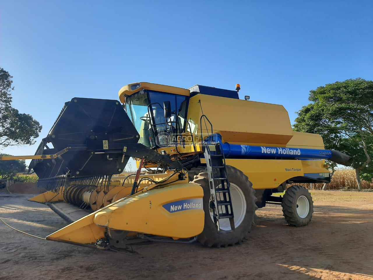 COLHEITADEIRA NEW HOLLAND TC 5090 Agro Fácil Máquinas PRIMAVERA DO LESTE MATO GROSSO MT