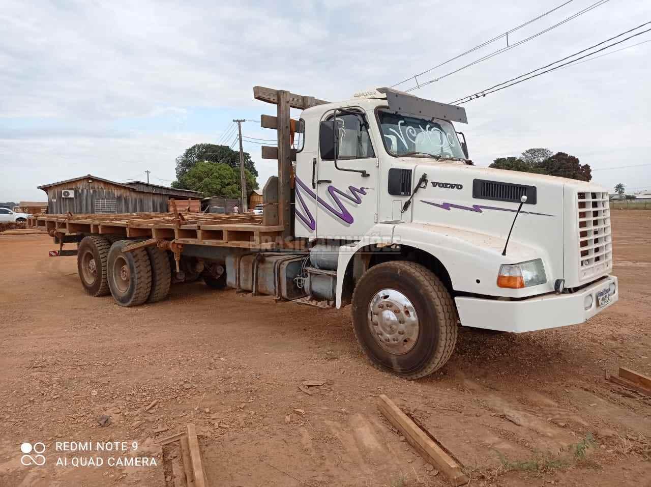 CAMINHAO VOLVO VOLVO NL10 340 Tora Florestal Traçado 6x4 Brasil Caminhões Sinop SINOP MATO GROSSO MT