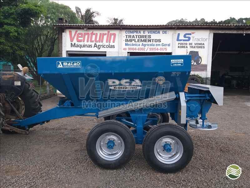 IMPLEMENTOS AGRICOLAS DISTRIBUIDOR CALCÁRIO 6000 Kg Venturin Máquinas Agrícolas  OURO SANTA CATARINA SC